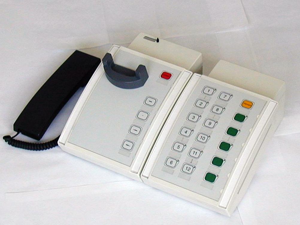 OB-Steckdosen und Tischfernsprecher